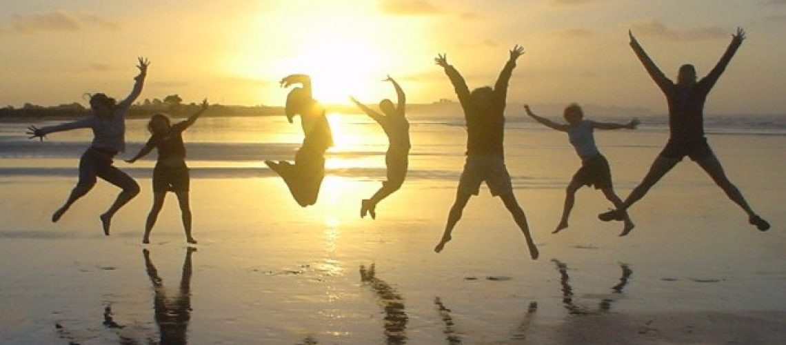 Sillouette_Family jumping for joy